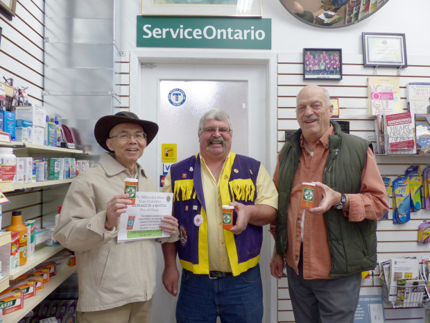 Vol. 26, Issue 1146  ~ Canada Post Agreement #1631586$1.25 (inc. HST)Serving Cavan-Monaghan and surrounding communities since 1987November 26, 2015FOOD SHARE... Cont'd on page 2Photo: Karen Graham David Tong with Millbrook Lions Dan Fair and Paul Hayne are pleased to offer potentially life-saving emergency medical information to First Responders through the new program.  Kits are available free of charge at the Millbrook Pharmacy and Community Care locations in Millbrook. Photo: Karen Graham.