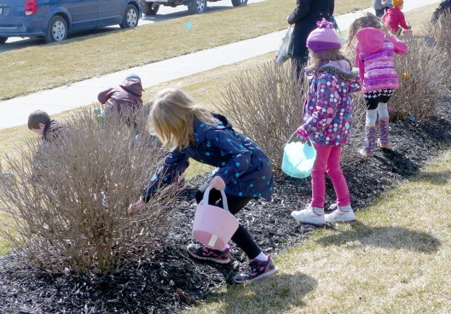 Centennial Place Hosts 3rd Annual Easter Egg Hunt